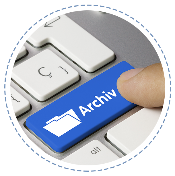 AMS ARCHIV Software Key-Vissual Bild, zeigt blaue Taste auf Tastatur mit einer weißen Aufschrift namens Archiv, welche von einem Finger gedrückt wird